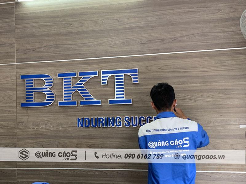 Vách logo công ty cổ phần BKT tại Hà Nội