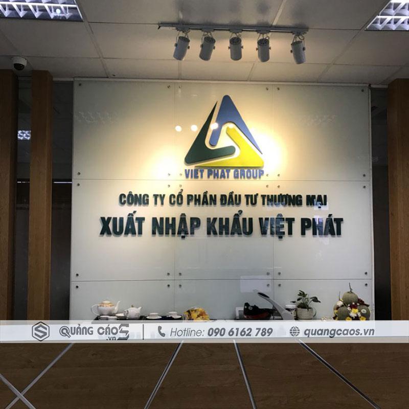 Thi công vách logo công ty Việt Toàn Phát Hải Phòng
