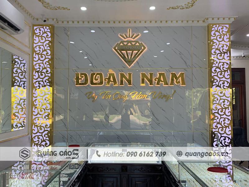 Làm vách logo cửa hàng Vàng bạc đẹp